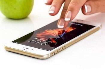smartphone-traduzione-certificata-inglese-spagnolo-test-tampone-covid